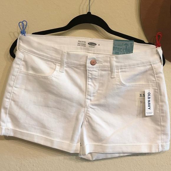 Old Navy Pants - NEW White denim shorts. Old navy size 6.